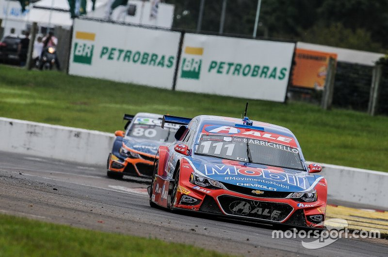 Rubens Barrichello também aderiu à tática de Serra e mesmo com carro danificado, conseguiu se manter em segundo.