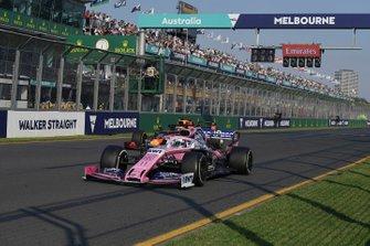 Sergio Perez, Racing Point RP19, voor Max Verstappen, Red Bull Racing RB15