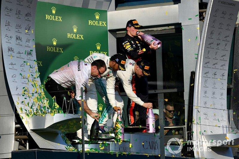 Podio: ganador, Valtteri Bottas, Mercedes AMG F1, segundo, Lewis Hamilton, Mercedes AMG F1 y el tercer lugar, Max Verstappen, Red Bull Racing celebran