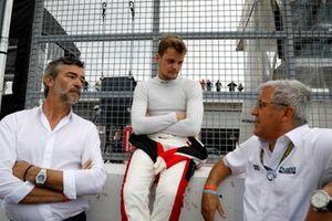 #32 Team WRT Audi R8 LMS: Dries Vanthoor Ernst Moder, Team Phoenix Racing
