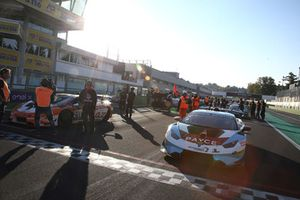 #202 Leipert Motorsport: Ben Gersekowski, Richard Muscat, on the starting grid