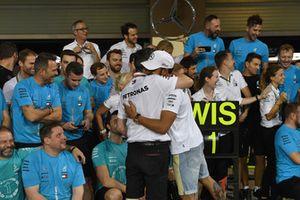 Lewis Hamilton, Mercedes AMG F1 viert met Toto Wolff, Mercedes AMG F1 Director of Motorsport