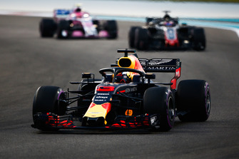 Daniel Ricciardo, Red Bull Racing RB14 voor Romain Grosjean, Haas F1 Team VF-18 en Esteban Ocon, Racing Point Force India VJM11