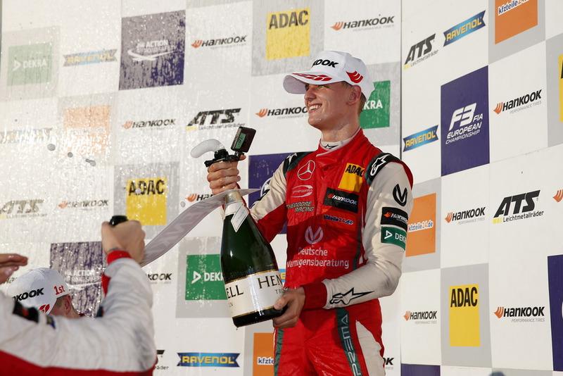 Podio: Campeón Mick Schumacher, PREMA Theodore Racing Dallara F317 - Mercedes-Benz
