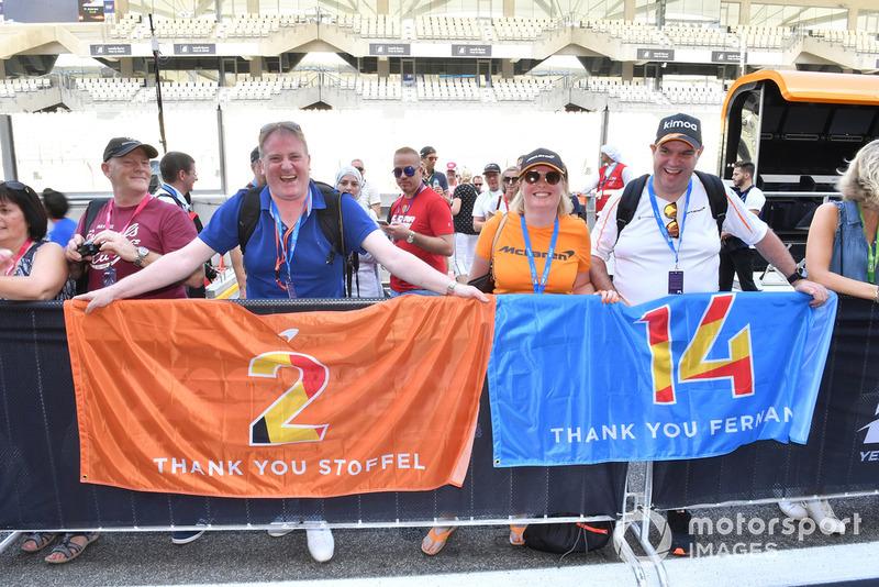 Fernando Alonso, McLaren and Stoffel Vandoorne, McLaren fans and banners