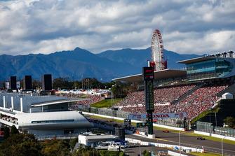 Brendon Hartley, Toro Rosso STR13, devant Sebastian Vettel, Ferrari SF71H
