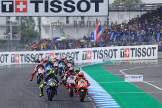 Renn-Action: Marc Marquez, Repsol Honda Team; Valentino Rossi, Yamaha Factory Racing
