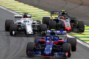 Pierre Gasly, Scuderia Toro Rosso STR13, Marcus Ericsson, Sauber C37 y Kevin Magnussen, Haas F1 Team VF-18