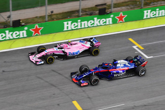 Esteban Ocon, Racing Point Force India VJM11 en Brendon Hartley, Scuderia Toro Rosso STR13