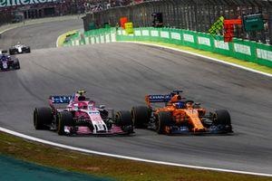 Fernando Alonso, McLaren MCL33, Esteban Ocon, Racing Point Force India VJM11