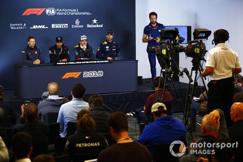 Romain Grosjean, Haas F1 Team, Lewis Hamilton, Mercedes AMG F1, Fernando Alonso, McLaren, et Daniel Ricciardo, Red Bull Racing, en conférence de presse
