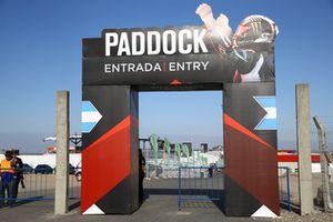 Entrada al Paddock