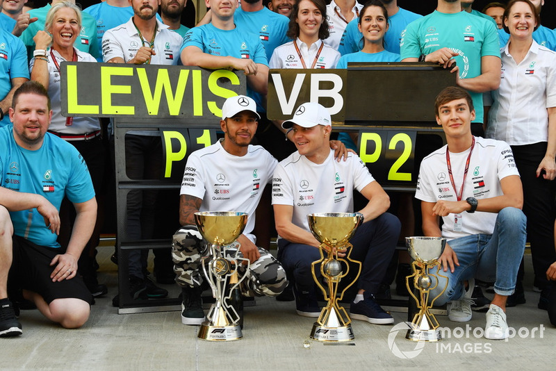 Race winner Lewis Hamilton, Mercedes AMG F1 celebrate with Valtteri Bottas, Mercedes AMG F1 and George Russell, Mercedes AMG F1 and the team