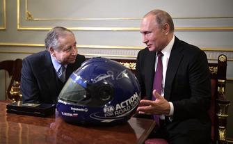 Vladimir Poetin, president van Rusland, met Jean Todt, president van de FIA