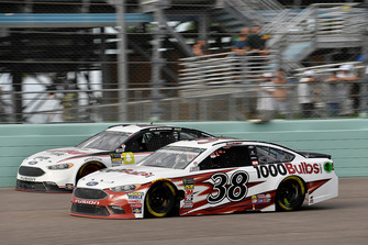 David Ragan, Front Row Motorsports, Ford Fusion 1000Bulbs.Com and Brad Keselowski, Team Penske, Ford Fusion Discount Tire