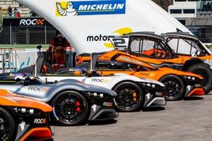 The cars lined up in the pitlane
