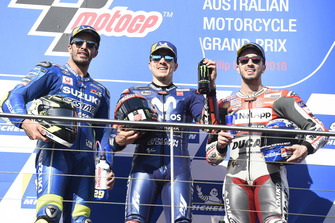 Подиум: победитель Маверик Виньялес, Yamaha Factory Racing, второе место – Андреа Янноне, Team Suzuki MotoGP, третье место – Андреа Довициозо, Ducati Team