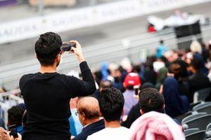 Un fan filme la course