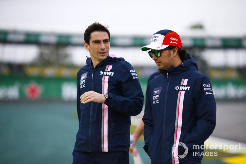 Sergio Pérez, Force India, camina por el circuito