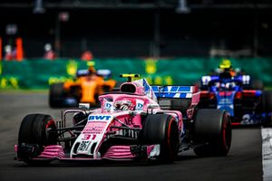 Эстебан Окон, Racing Point Force India F1 VJM11, и Пьер Гасли, Scuderia Toro Rosso STR13