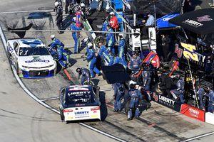 William Byron, Hendrick Motorsports, Chevrolet Camaro Liberty University, makes a pit stop