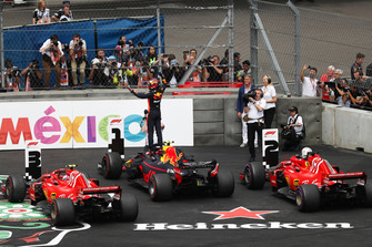 Max Verstappen, Red Bull Racing, 1e plaats, in Parc Ferme
