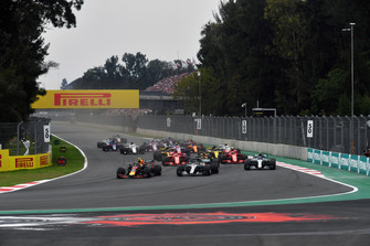 Max Verstappen, Red Bull Racing RB14 and Lewis Hamilton, Mercedes-AMG F1 W09 lead at the start of the race