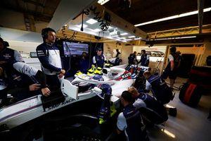 Trabajo mecánico en el garaje de Sergey Sirotkin, Williams FW41.