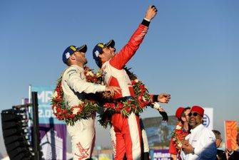 Robin Frijns, Envision Virgin Racing, 2nd position, Jérôme d'Ambrosio, Mahindra Racing, 1st position, Sam Bird, Envision Virgin Racing, 3rd position, take a photo on the podium