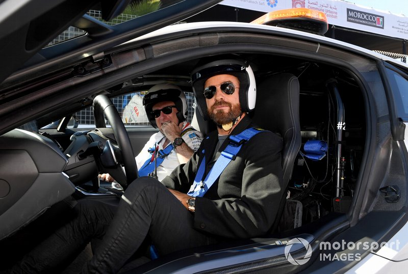 Actor Justin Theroux se prepara para el Safety Car