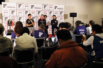 ニック・キャシディ(KONDO RACING)、石浦宏明(JMS P.MU / CERUMO・INGING)、山本尚貴(TEAM MUGEN)