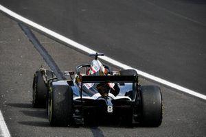 Marcus Armstrong, ART Grand Prix bloque sa roue et détruit son pneu