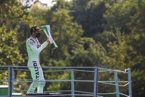 Race Winner Pierre Gasly, AlphaTauri celebrates on the podium