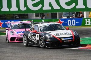 Leon Kohler, Lechner Racing Middle East, leads Dylan Pereira, BWT Lechner Racing