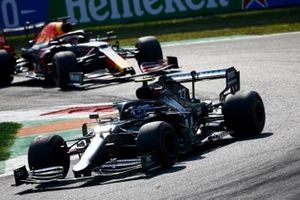 Valtteri Bottas, Mercedes F1 W11, Max Verstappen, Red Bull Racing RB16