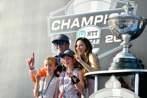 Scott Dixon, Chip Ganassi Racing Honda,, with wife Emma and daughters Poppy and Tilly