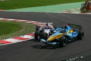 Jarno Trulli, Renault R24 is pitched into a spin at the Bus Stop Chicane by Juan Pablo Montoya, Williams BMW FW26