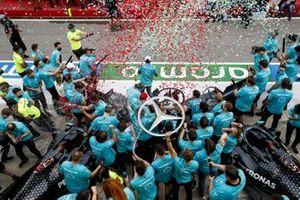 Race Winner Lewis Hamilton, Mercedes-AMG F1, second place Valtteri Bottas, Mercedes-AMG F1 celebrates the seventh constructors title