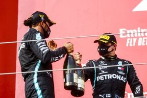 Race Winner Lewis Hamilton, Mercedes-AMG F1 and Valtteri Bottas, Mercedes-AMG F1 celebrate on the podium with the champagne