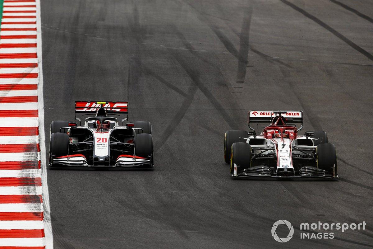 Kimi Raikkonen, Alfa Romeo Racing C39, Kevin Magnussen, Haas VF-20