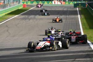 Pedro Piquet, Charouz Racing System, precede Callum Ilott, UNI-Virtuosi