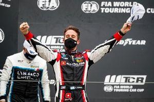Podium: Race winner Esteban Guerrieri, ALL-INKL.COM Münnich Motorsport Honda Civic TCR