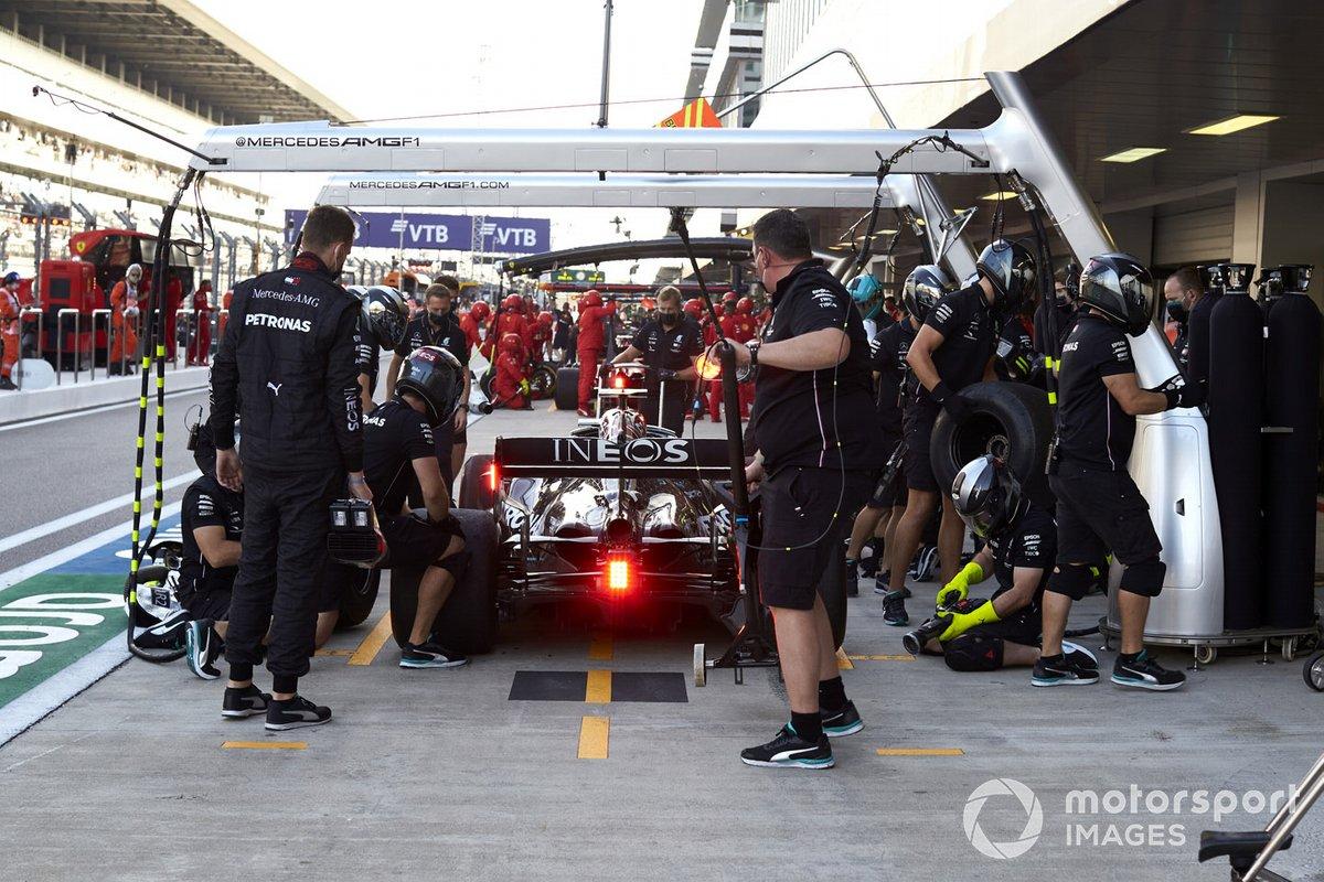 Valtteri Bottas, Mercedes F1 W11, ai box