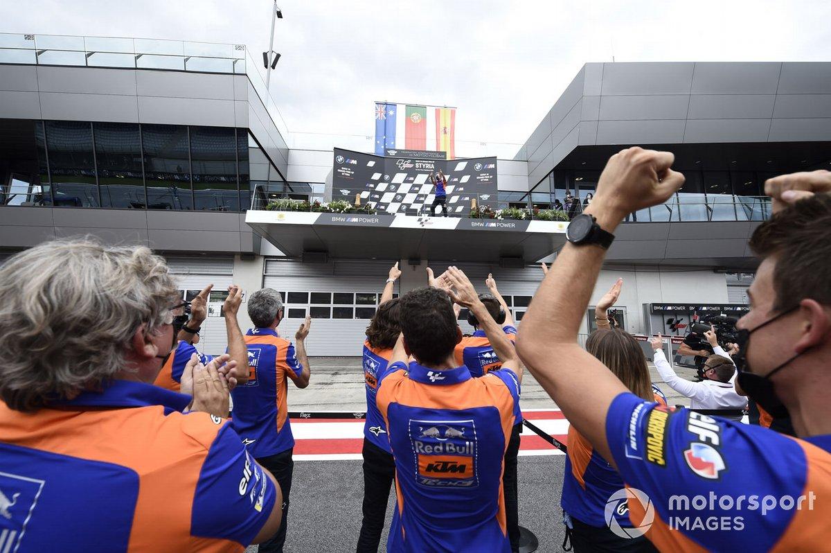Hervé Poncharal, Red Bull KTM Tech 3 en el podio