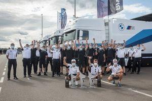Lucas Auer, BMW Team RMG, Timo Glock, BMW Team RMG, Jonathan Aberdein, BMW Team RBM with the team