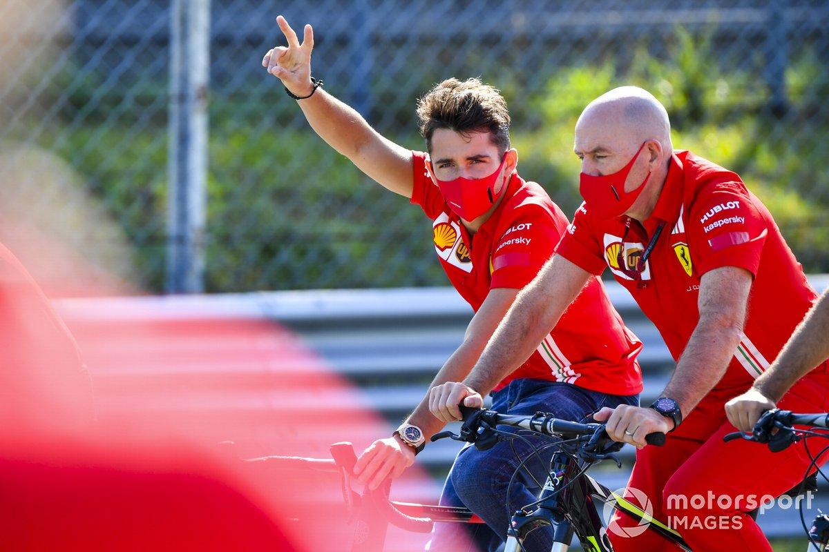Charles Leclerc, Ferrari in pista su una bici
