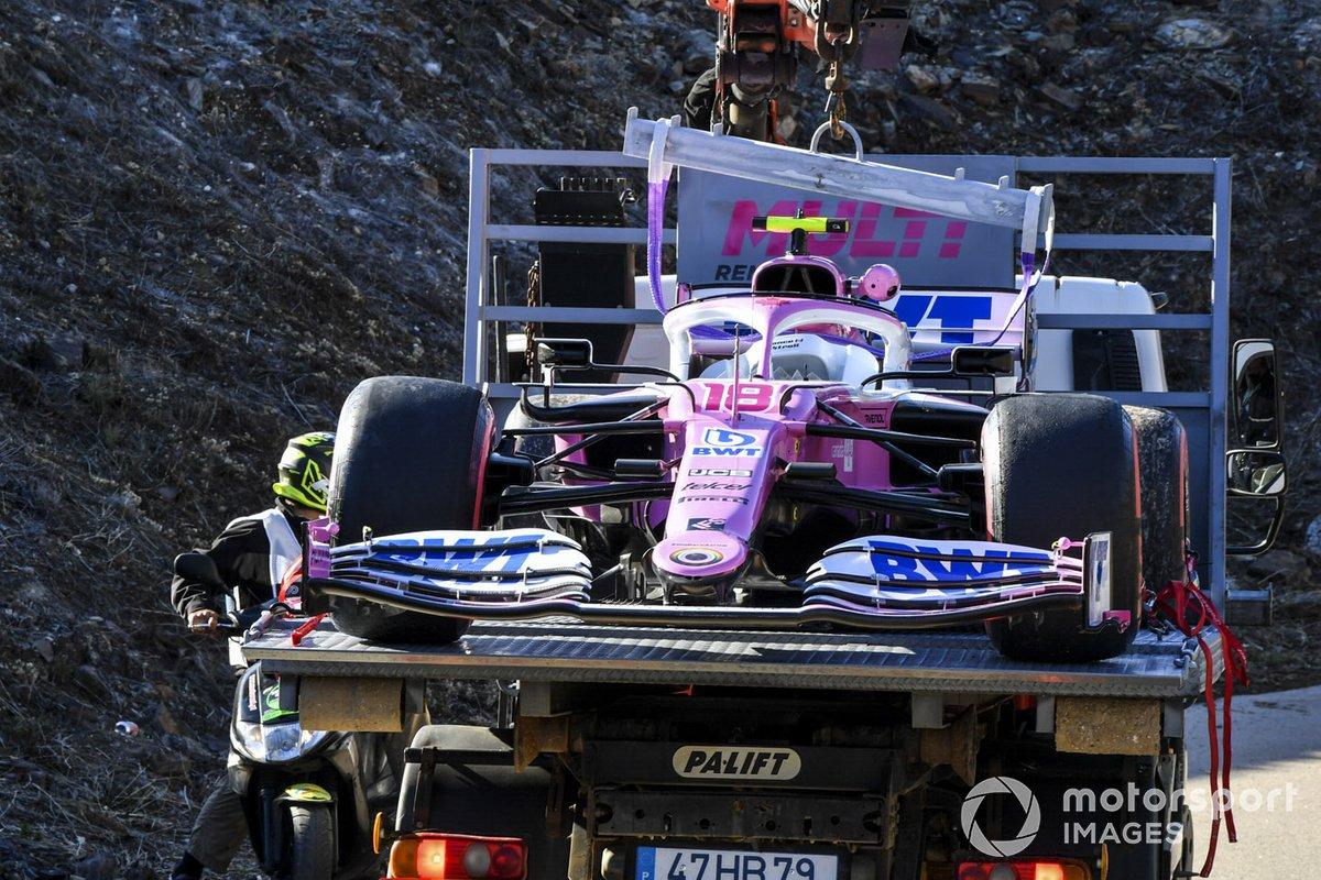 El coche de Lance Stroll, Racing Point RP20 en la grúa