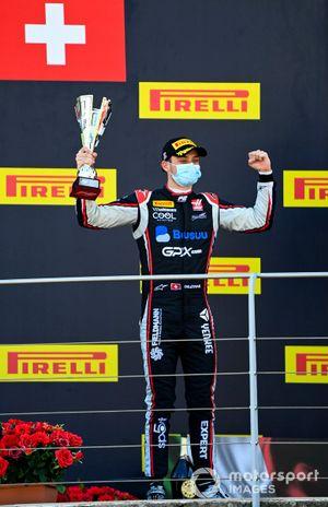 Podio: segundo lugar Louis Deletraz, Charouz Racing System