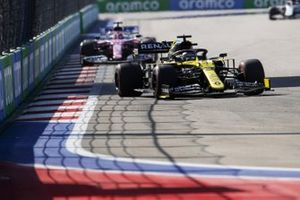 Daniel Ricciardo, Renault F1 Team R.S.20, Sergio Perez, Racing Point RP20