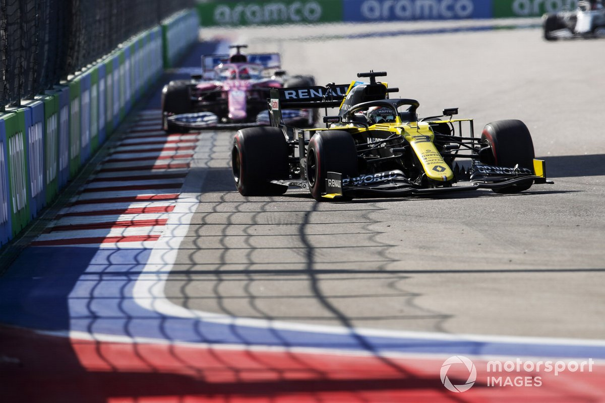 Daniel Ricciardo, Renault F1 Team R.S.20, Sergio Pérez, Racing Point RP20